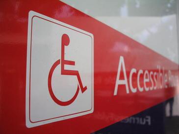 Un-sistema-ayuda-a-las-personas-discapacitadas-a-interactuar-con-su-entorno_image365_
